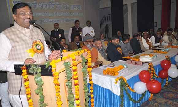 सहारनपुर में जिला सहकारी बैंक की सामान्य निकाय बैठक को सम्बोधित करते आयुष राज्यमंत्री।
