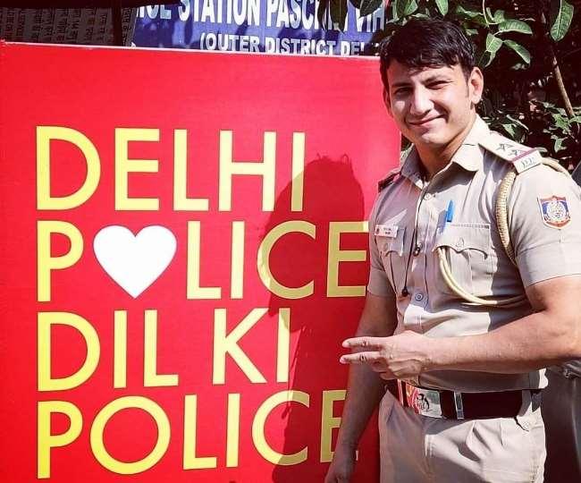 Delhi police SI