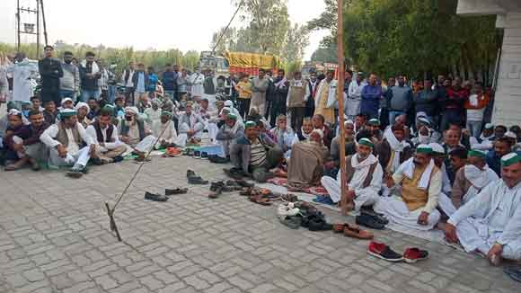 The strike of farmers continued for the third day